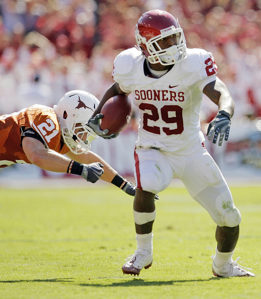 Photo - OU's Chris Brown (29) leaves behind Blake Gideon (21) of Texas during the Red River Rivalry college football game between the University of Oklahoma Sooners (OU) and the University of Texas Longhorns (UT) at the Cotton Bowl in Dallas, Texas, Saturday, Oct. 17, 2009. Photo by Nate Billings, The Oklahoman