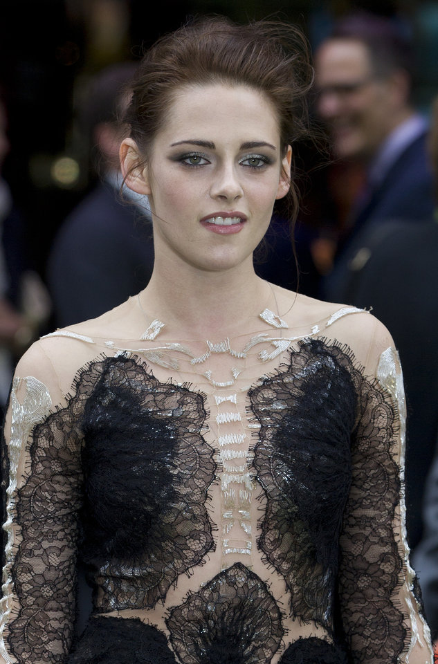 Photo -   Actress Kristen Stewart poses for the media at the World Premiere of the film Snow White and the Huntsman at a cinema in central London, Monday, May 14, 2012. (AP Photo/Alastair Grant)