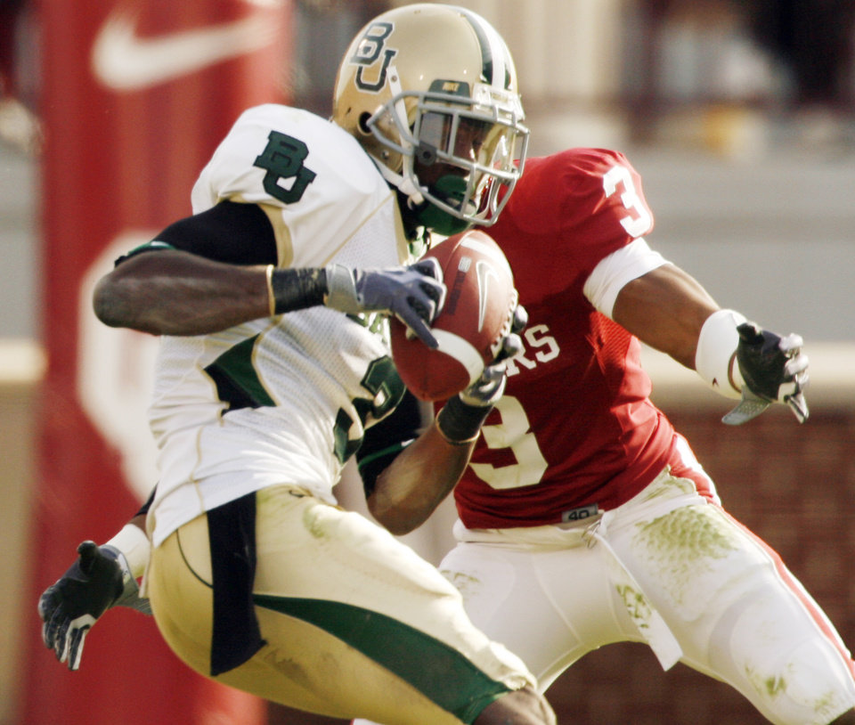 Photo - Baylor's Ernest Smith catches a pass in front of Jonathan Nelson (3) during the second half of the college football game between The University of Oklahoma Sooners (OU) and the Baylor Bears at the Gaylord Family-Oklahoma Memeorial Stadium on Saturday, Oct. 10, 2009, in Norman, Okla.