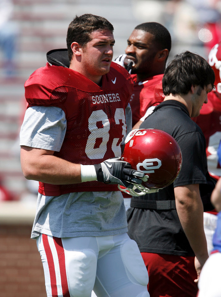 Photo - OU, SPRING FOOTBALL, SCRIMMAGE: Brody Eldridge walks on the field as the University of Oklahoma college football team scrimmages at Gaylord Family -- Oklahoma Memorial Stadium in Norman, Okla., Saturday, April 5, 2008   BY STEVE SISNEY ORG XMIT: kod