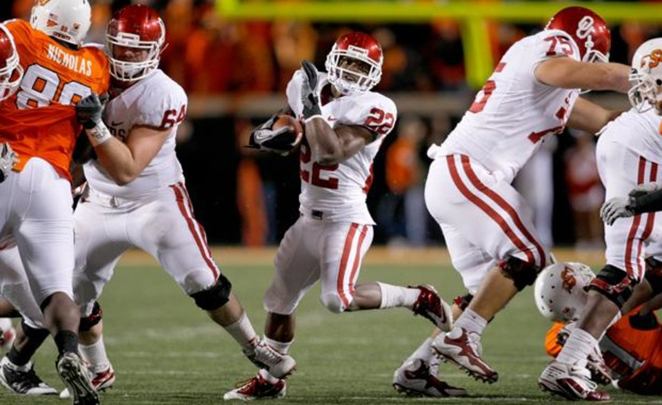Photo - Oklahoma's Roy Finch (22) looks for room to run during the Bedlam college football game between the University of Oklahoma Sooners (OU) and the Oklahoma State University Cowboys (OSU) at Boone Pickens Stadium in Stillwater, Okla., Saturday, Nov. 27, 2010. Photo by Bryan Terry, The Oklahoman