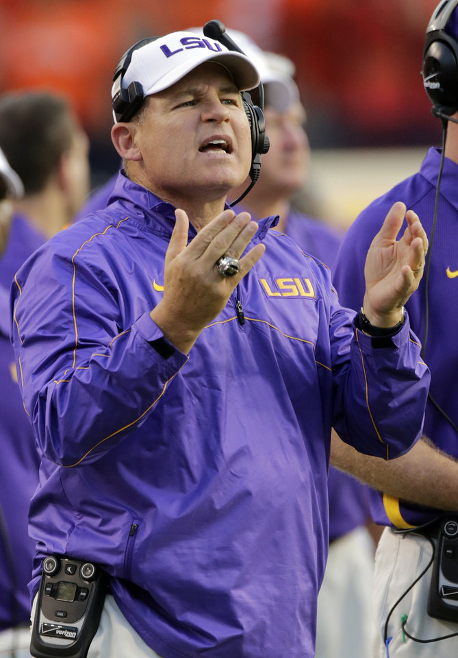 Photo -   LSU coach Les Miles questions a call in the first half of an NCAA college football game against Auburn on Saturday, Sept. 22, 2012 at Jordan-Hare Stadium in Auburn, Ala. (AP Photo/Dave Martin)