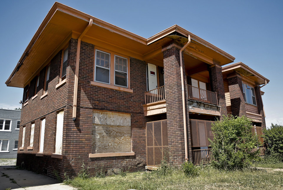 Photo -  The abandoned duplex at the northwest corner of NW 23 and Robinson Avenue is set to be redeveloped by Ben Sellers as a mix of retail and office space.   CHRIS LANDSBERGER -  CHRIS LANDSBERGER