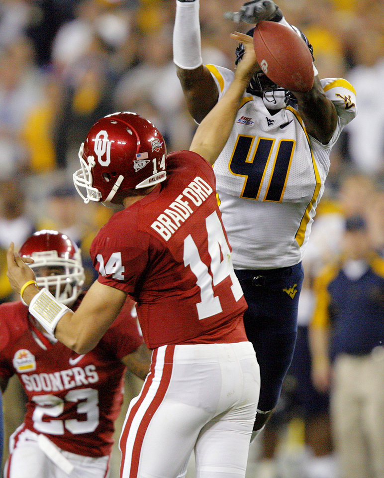 Photo - West Virginia's Eric Wicks (41) blocks a pass by Sam Bradford (14) during the first half of the Fiesta Bowl college football game between the University of Oklahoma Sooners (OU) and the West Virginia University Mountaineers (WVU) at The University of Phoenix Stadium on Wednesday, Jan. 2, 2008, in Glendale, Ariz. 