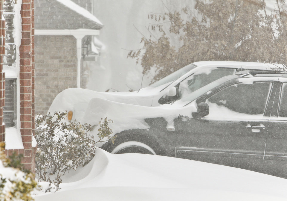 Photo - Snow piles up on cars and driveways on Tuesday, Feb. 1, 2011, in Yukon, Okla.   Photo by Chris Landsberger, The Oklahoman