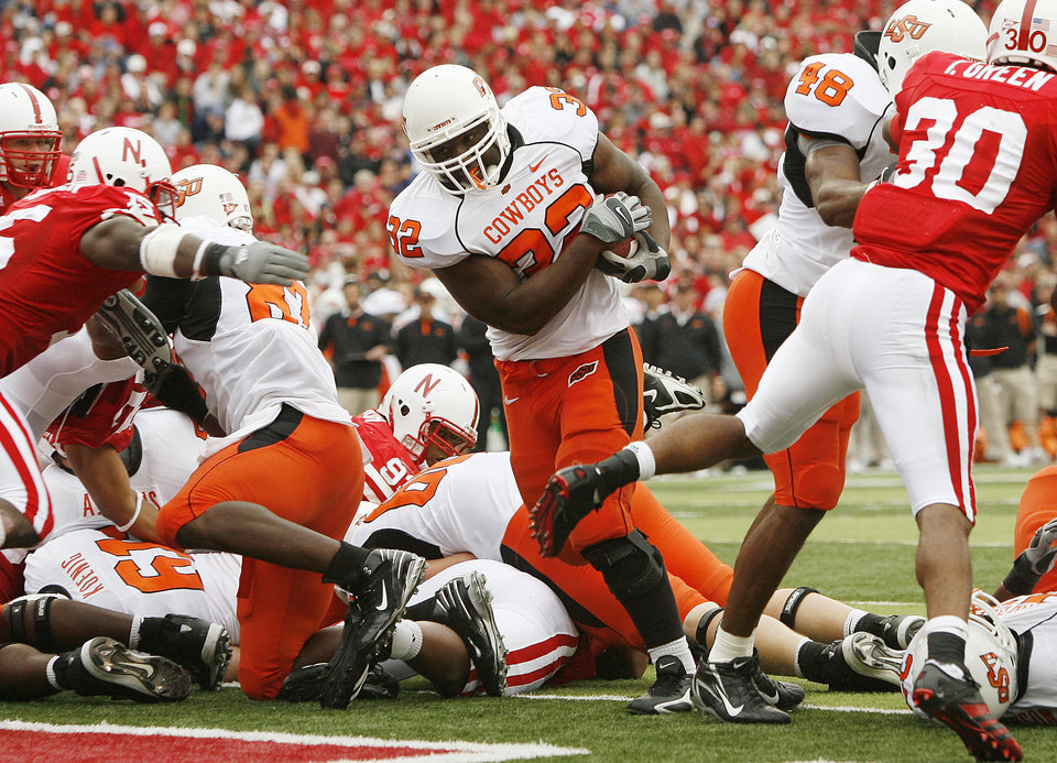 Photo - Julius Crosslin of OSU scores a touchdown in the second quarter of the college football game between Oklahoma State University (OSU) and the University of Nebraska at Memorial Stadium in Lincoln, Neb., on Saturday, Oct. 13, 2007. By Bryan Terry, The Oklahoman