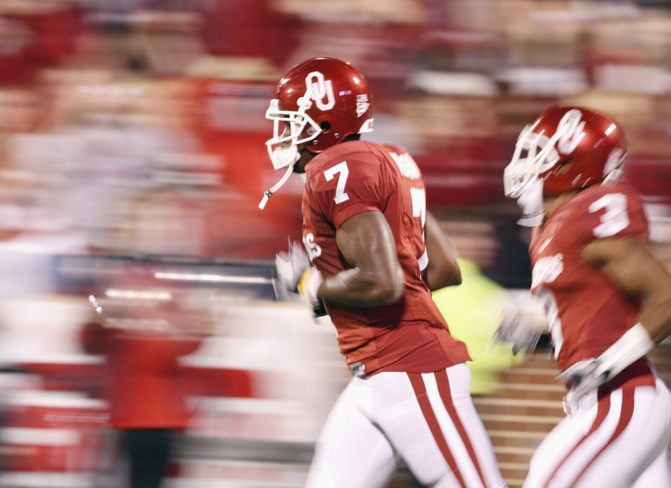 Photo - DeMarco Murray (7) runs onto the field for the college football game between the University of Oklahoma (OU) Sooners and the University of Colorado Buffaloes at Gaylord Family-Oklahoma Memorial Stadium in Norman, Okla., Saturday, October 30, 2010.  Photo by Steve Sisney, The Oklahoman
