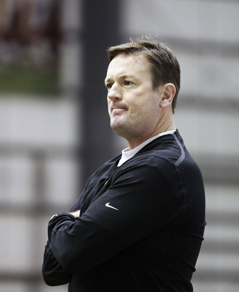 Photo - Oklahoma head coach Bob Stoops watches NCAA college football practice at the New Orleans Saints practice facility in Metairie, La., Saturday, Dec. 28, 2013.  Oklahoma will play Alabama in the Sugar Bowl on Jan. 2, 2014. (AP Photo/Bill Haber)