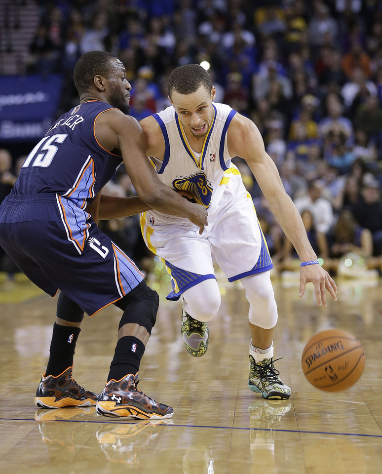 Golden State Warriors� Stephen Curry (30) drive past Charlotte Bobcats� Kemba Walker (15) during the second half of an NBA basketball game in Oakland, Calif., Tuesday, Feb. 4, 2014. The Bobcats won 91-75. (AP Photo/Tony Avelar)