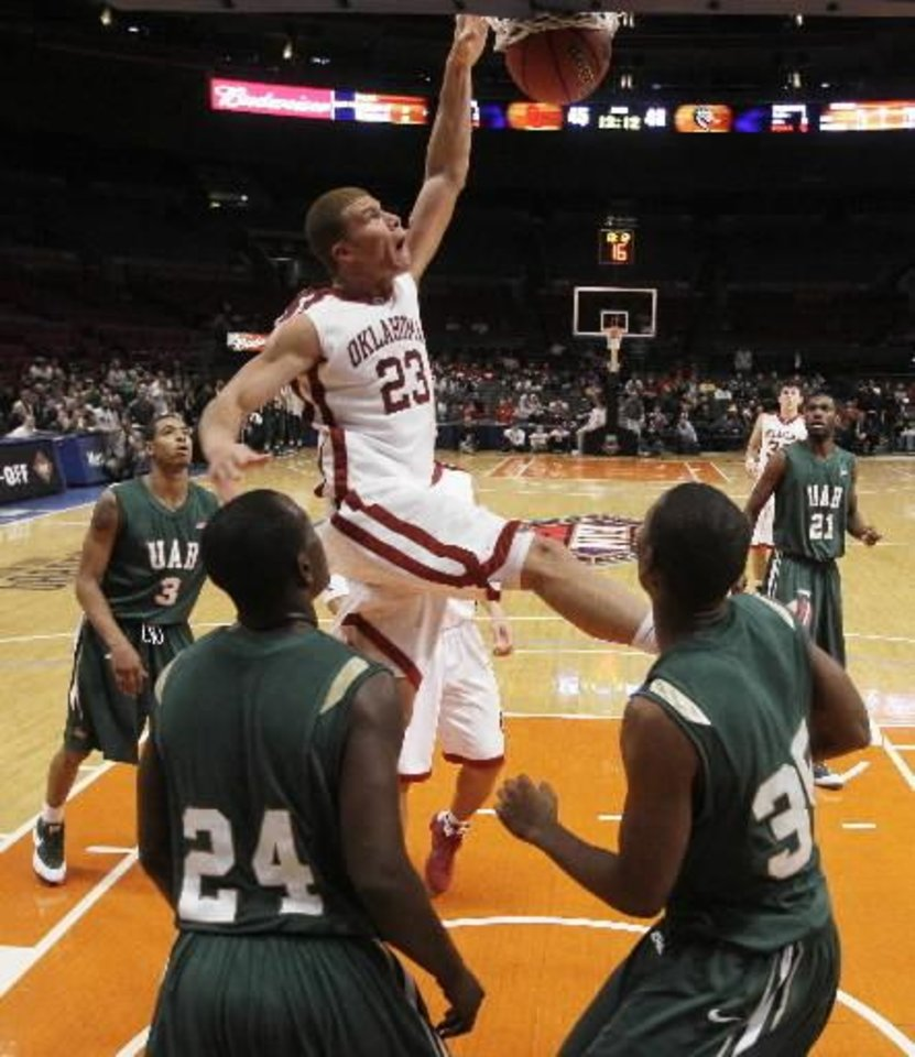 Photo - Oklahoma's  Blake  Griffin (23) dunks the ball against UAB during the second half of a semifinal of the preseason NIT college basketball tournament Wednesday, Nov. 26, 2008, at Madison Square Garden in New York. Oklahoma won 77-67. (AP Photo/Julie Jacobson)