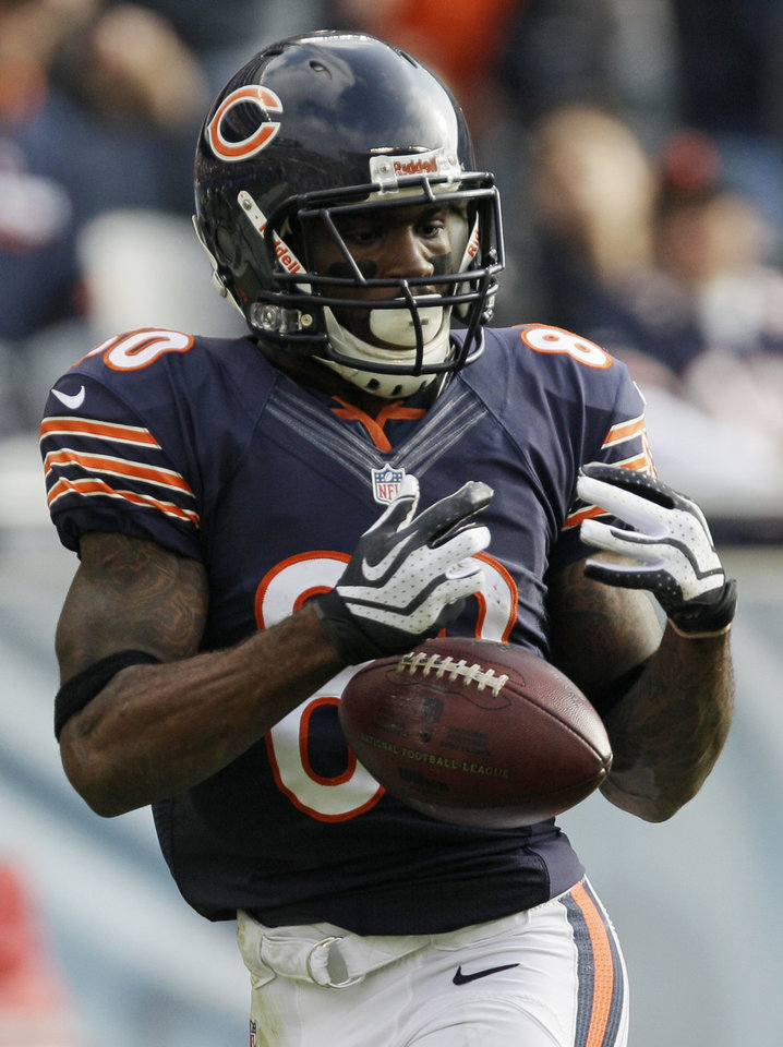 Photo - Chicago Bears wide receiver Earl Bennett (80) drops a pass in the first half of an NFL football game against the Seattle Seahawks in Chicago, Sunday, Dec. 2, 2012. (AP Photo/Nam Y. Huh)