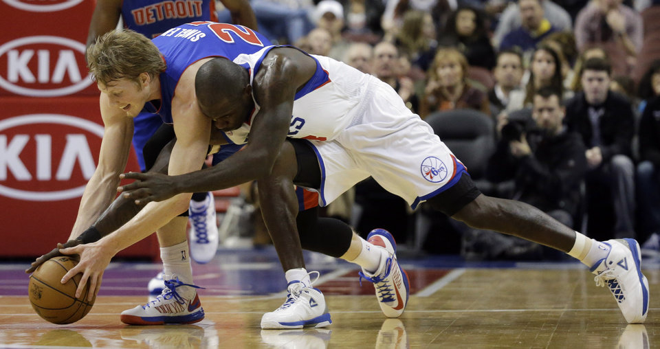 Photo - Detroit Pistons' Kyle Singler, left, and Philadelphia 76ers' Jason Richardson chase down a loose ball in the first half of an NBA basketball game, Monday, Dec. 10, 2012, in Philadelphia. (AP Photo/Matt Slocum)