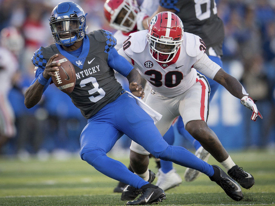 Photo - Del City product and Kentucky quarterback Terry Wilson (3) will face Penn State on Jan. 1 in the Citrus Bowl. [AP PHOTO]