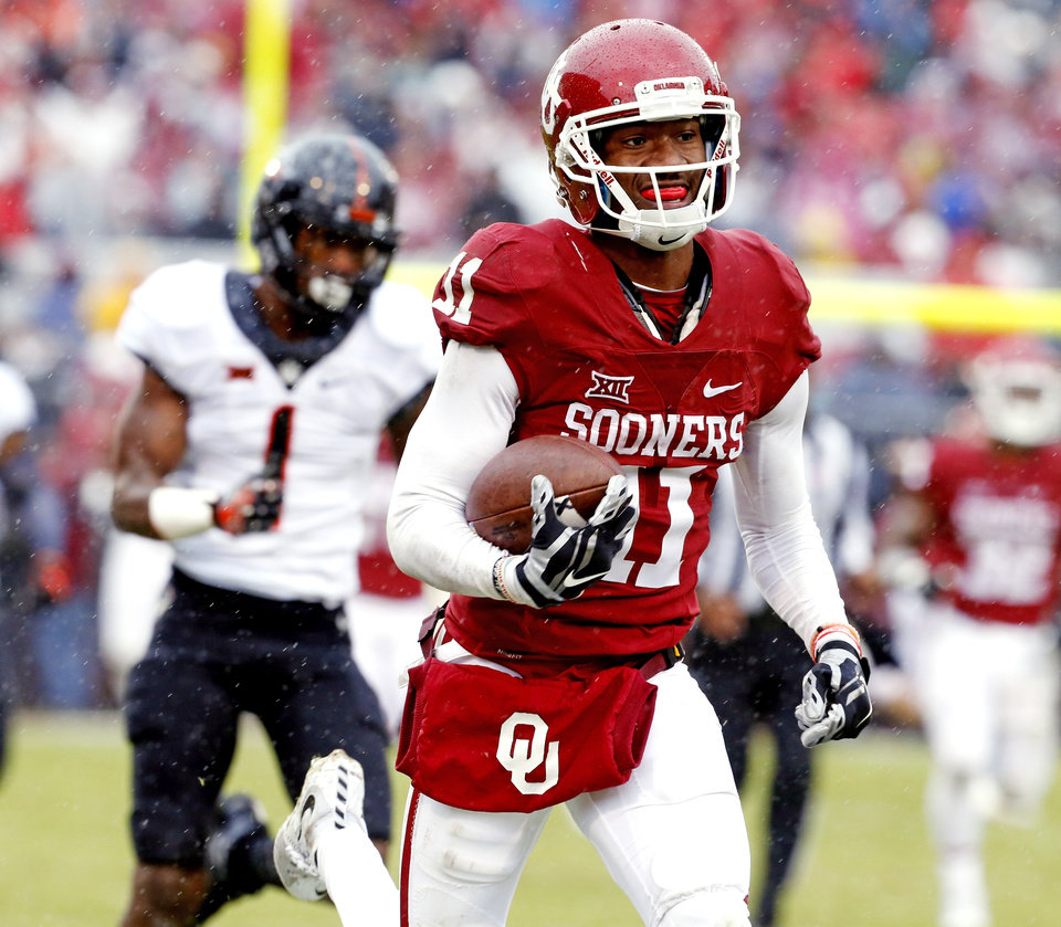 Photo - Oklahoma's Dede Westbrook (11) scores on a pass in the first half during the Bedlam college football game between the Oklahoma Sooners (OU) and the Oklahoma State Cowboys (OSU) at Gaylord Family - Oklahoma Memorial Stadium in Norman, Okla., Saturday, Dec. 3, 2016. Photo by Steve Sisney, The Oklahoman