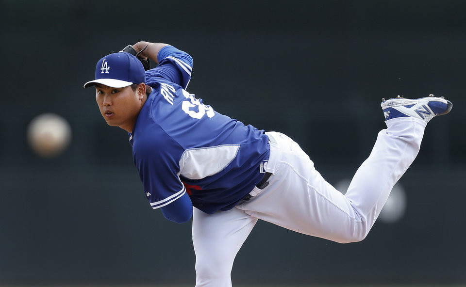 Photo - Los Angeles Dodgers pitcher Hyun-Jin Ryu, of South Korea, throws to a Chicago White Sox batter in the first inning of an exhibition baseball game in Glendale, Ariz., Friday, Feb. 28, 2014. (AP Photo/Paul Sancya)