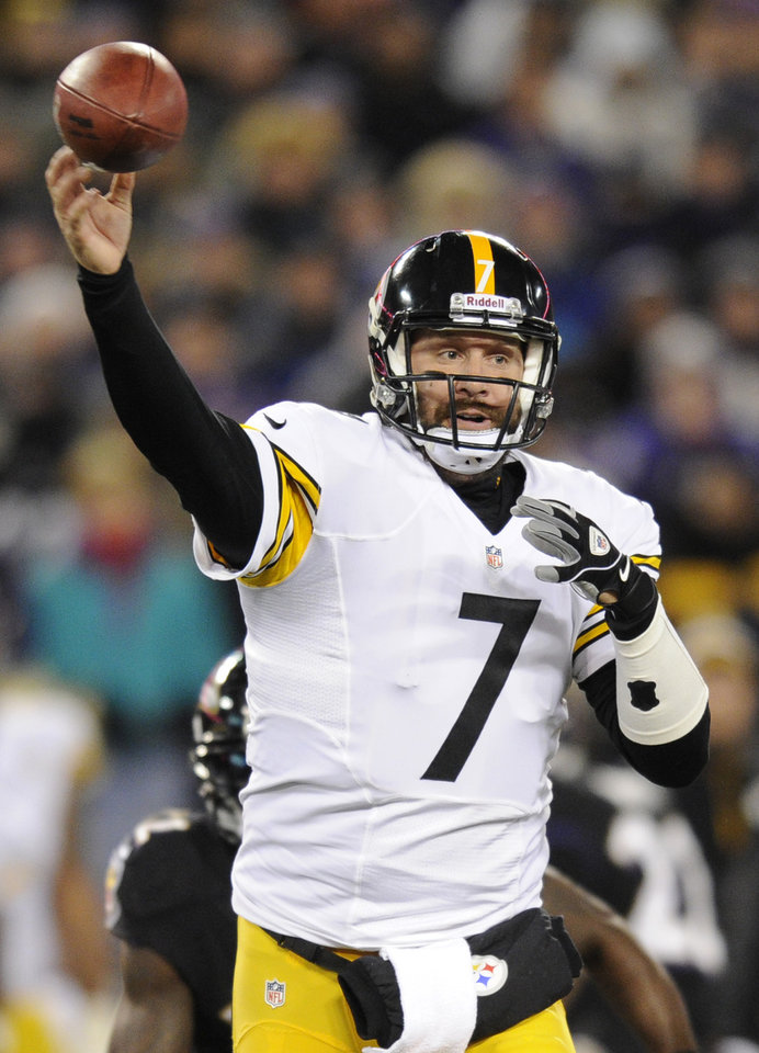 Photo - Pittsburgh Steelers quarterback Ben Roethlisberger throws to a receiver in the first half of an NFL football game against the Baltimore Ravens, Thursday, Nov. 28, 2013, in Baltimore. (AP Photo/Nick Wass)
