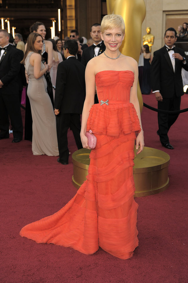 Michelle Williams arrives before the 84th Academy Awards on Sunday, Feb. 26, 2012, in the Hollywood section of Los Angeles. (AP Photo/Chris Pizzello) ORG XMIT: OSC240