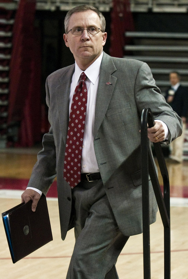 Photo -   Arkansas athletic director Jeff Long steps up on a platform to announce that Arkansas football coach Bobby Petrino had been terminated during a news conference in Fayetteville, Ark., Tuesday, April 10, 2012. Petrino was injured in a motorcycle accident on April 1 and failed to tell his superiors that a 25-year old female football program employee was with him. (AP Photo/April L. Brown)