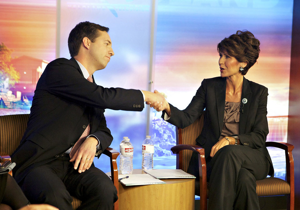 Photo -   U.S. Rep. Kristi Noem, R-S.D., right, and Democratic challenger Matt Varilek shake hands during their debate on Friday, Nov. 2, 2012, at KELO-TV studios in Sioux Falls, S.D. (AP Photo/Elijah Van Benschoten)