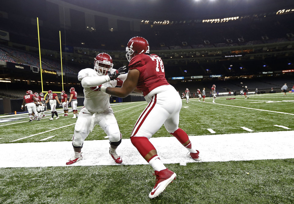 Photo -  Orlando Brown (78) anchored an offensive line that found its rhythm midway through the season and paved the way for OU's strong run game. [AP PHOTO]