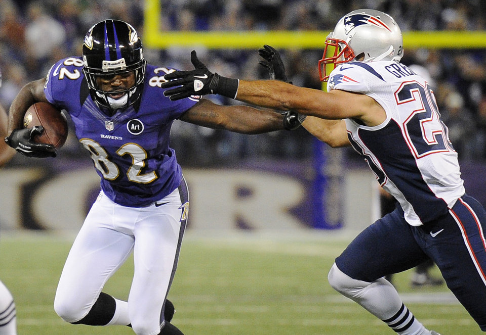 Photo -   Baltimore Ravens wide receiver Torrey Smith, center, rushes between New England Patriots defenders Dont'a Hightower (54) and Steve Gregory in the second half of an NFL football game in Baltimore, Sunday, Sept. 23, 2012. (AP Photo/Nick Wass)