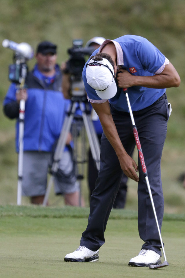 Photo - Adam Scott, of Australia, reacts after missing a putt on the ninth hole during the first round of the U.S. Open golf tournament at Merion Golf Club, Thursday, June 13, 2013, in Ardmore, Pa. (AP Photo/Gene J. Puskar)
