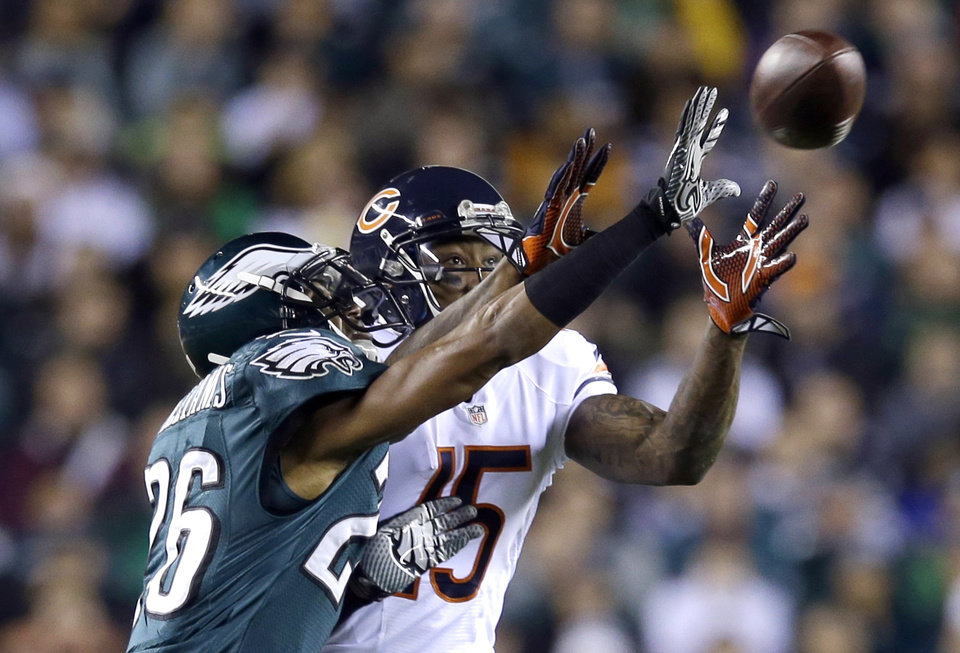 Photo - Philadelphia Eagles' Cary Williams, left, breaks up a pass intended for Chicago Bears' Brandon Marshall during the first half of an NFL football game, Sunday, Dec. 22, 2013, in Philadelphia. (AP Photo/Michael Perez)
