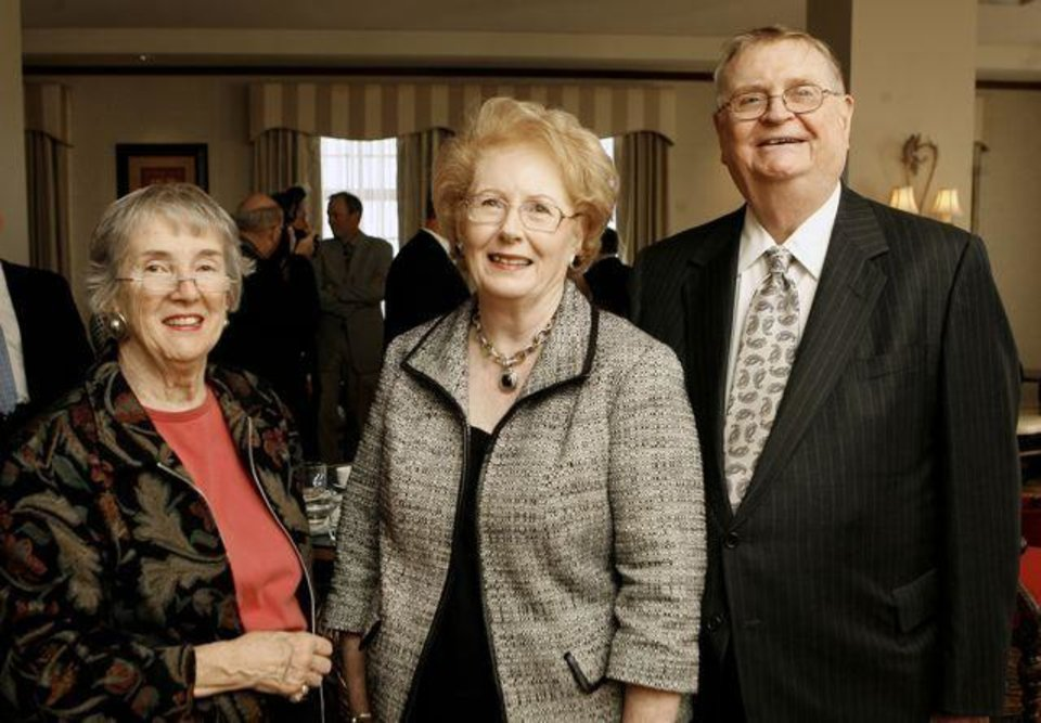 THE GAYLORD PRIZE....Joanne Orr, Lil and Bill Ross, attending a reception for the  presentation to Jim Lehrer of the Gaylord Prize for Excellence in   Journalism and Mass Communication by the University of Oklahoma at  the Skirvin Hilton Hotel in downtown Oklahoma City, Monday, Nov. 17,   2008. BY PAUL B. SOUTHERLAND, THE OKLAHOMAN