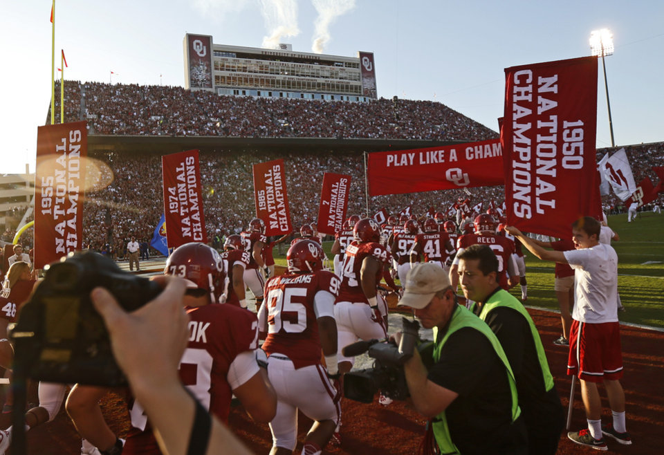 Photo - The Oklahoma team takes the field before the college football game between the University of Oklahoma Sooners (OU) and the Kansas Jayhawks (KU) at Gaylord Family-Oklahoma Memorial Stadium in Norman, Okla., Saturday, Oct. 20, 2012. Photo by Bryan Terry, The Oklahoman