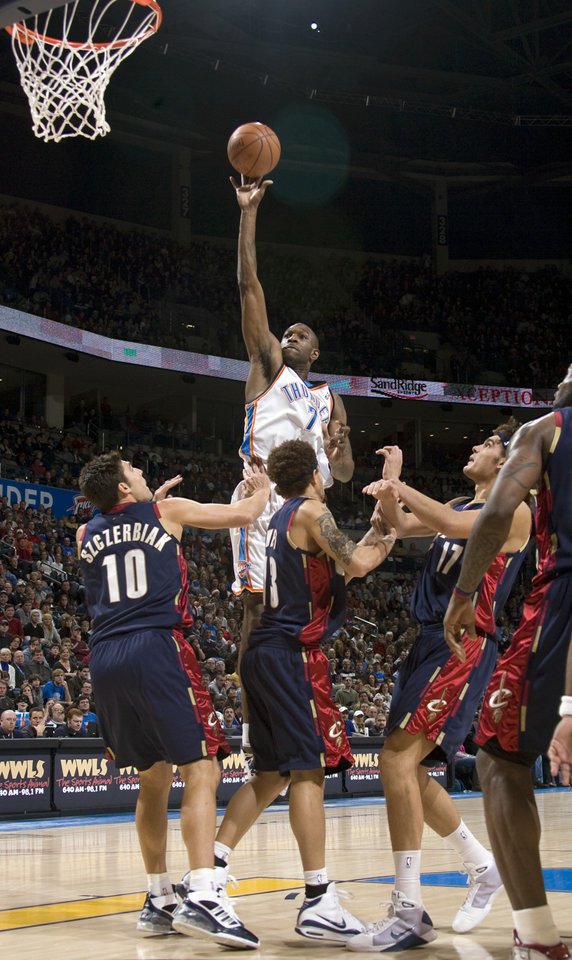 Photo - Oklahoma City's Joe Smith (7) shoots during the NBA game between the Oklahoma City Thunder and Cleveland Cavaliers, Sunday, Dec. 21, 2008, at the Ford Center in Oklahoma City. PHOTO BY SARAH PHIPPS, THE OKLAHOMAN