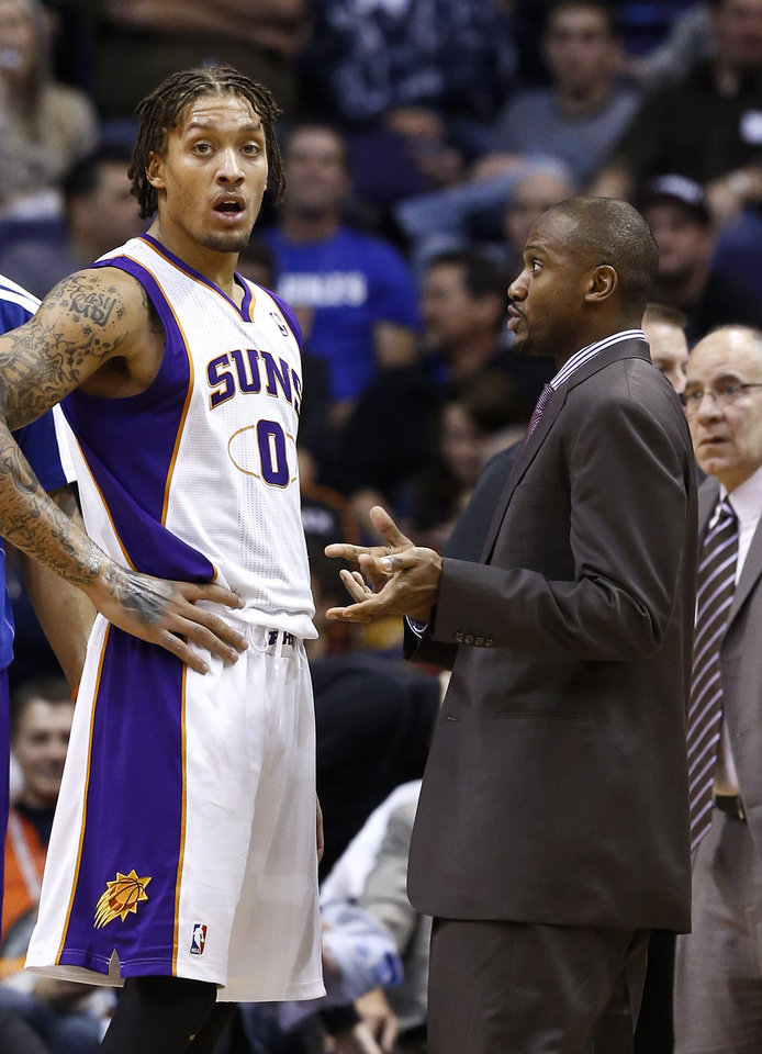Photo - Phoenix Suns' Lindsey Hunter, right, talks with Michael Beasley (0) during the second half in an NBA basketball game against the Los Angeles Clippers Thursday, Jan. 24, 2013, in Phoenix.  The Suns defeated the Clippers 93-88.(AP Photo/Ross D. Franklin)