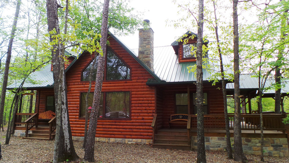 Photo - The log cabin known as Bella Lodge is one of many available to rent in the Beavers Bend resort area in southeast Oklahoma. PHOTO BY LILLIE-BETH BRINKMAN, THE OKLAHOMAN.