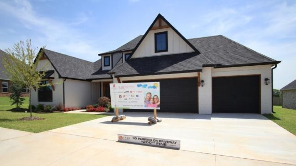 Photo -  Shaw Homes built this year's Oklahoma City St. Jude Dream Home, 8616 Maple Creek Drive in Edmond. [DOUG HOKE/THE OKLAHOMAN]