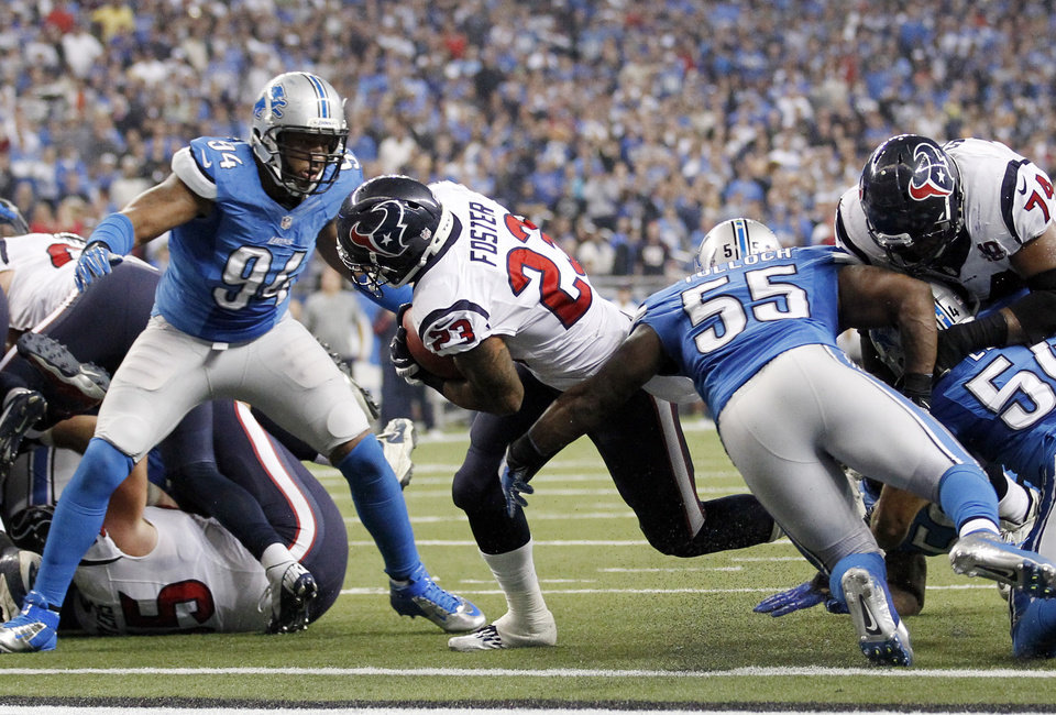 Photo -   Houston Texans running back Arian Foster breaks away from Detroit Lions defensive end Lawrence Jackson (94) and linebacker Stephen Tulloch (55) for a touchdown during the fourth quarter of an NFL football game at Ford Field in Detroit, Thursday, Nov. 22, 2012. (AP Photo/Rick Osentoski)