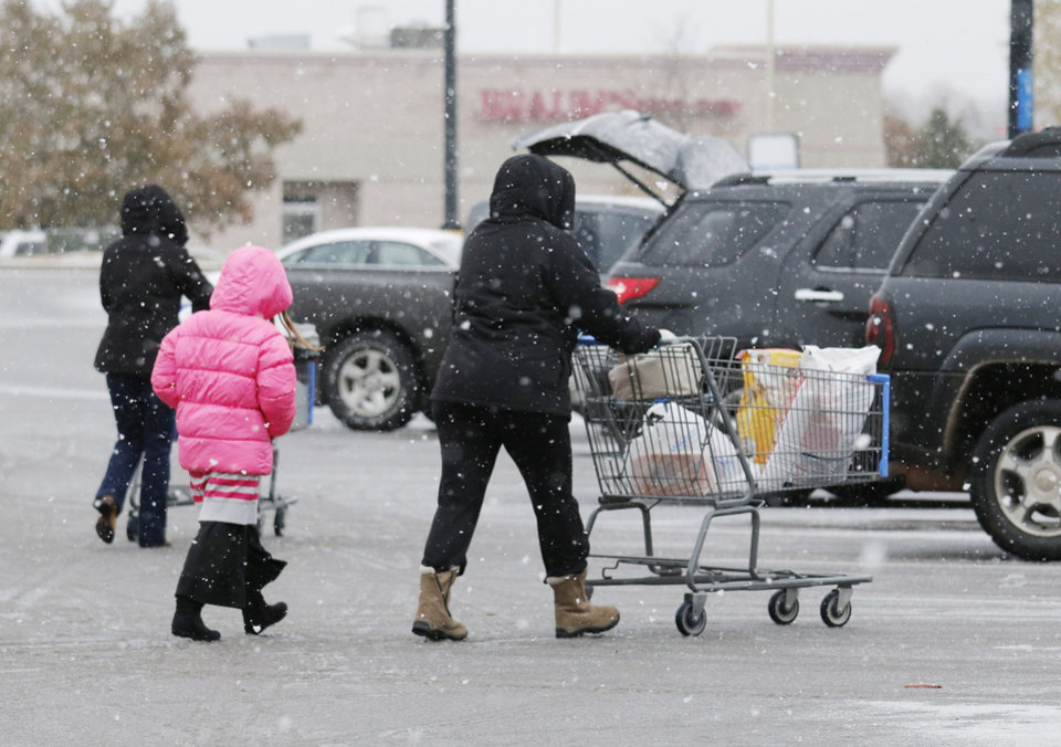Photo - Shoppers stock up at the I-35 Walmart in Edmond Sunday, November 24, 2013. Photo by Doug Hoke, The Oklahoman