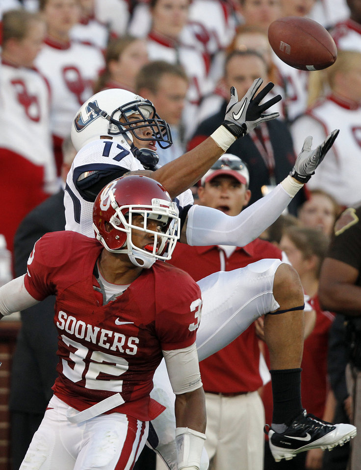Photo - Oklahoma's Jamell Fleming (32) defends on Utah State's Matt Austin (17) during the first half of the college football game between the University of Oklahoma Sooners (OU) and Utah State University Aggies (USU) at the Gaylord Family-Oklahoma Memorial Stadium on Saturday, Sept. 4, 2010, in Norman, Okla.   Photo by Chris Landsberger, The Oklahoman