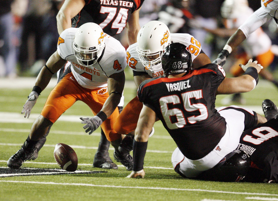 Photo - Patrick Lavine recovers a Graham Harrell fumble during the first half of the college football game between the Oklahoma State University Cowboys (OSU) and the Texas Tech Red Raiders at Jones AT&T Stadium on Saturday, Nov. 8, 2008, in Lubbock, Tex.By Steve Sisney/The Oklahoman