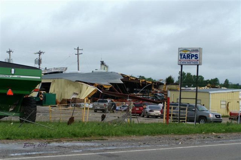 Tarp Shop Destruction in El Reno May 9th  2007<br/><b>Community Photo By:</b> Berry J. Yarbrough<br/><b>Submitted By:</b> Berry, Bethany