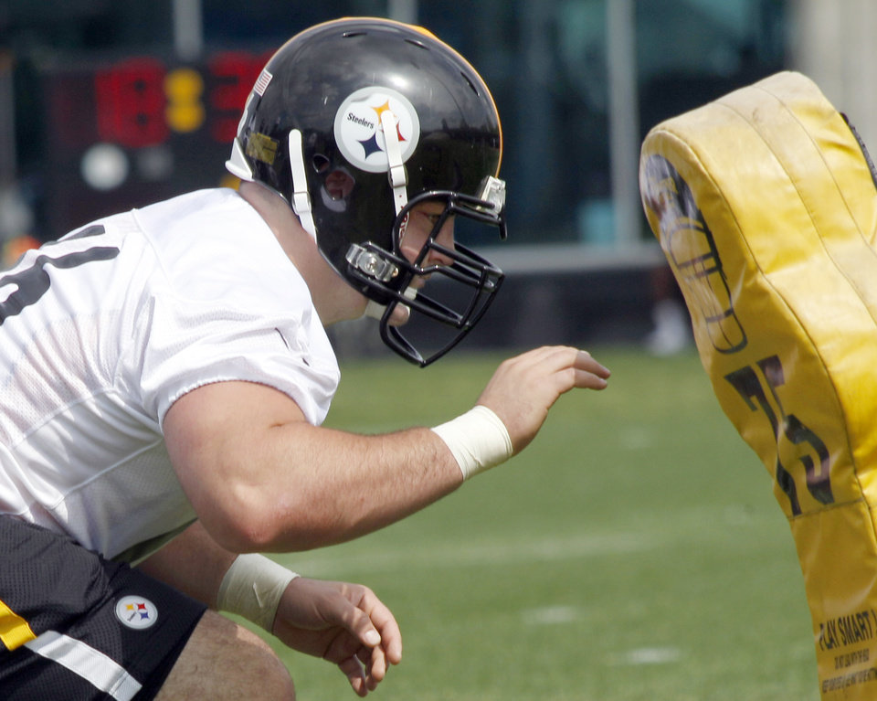 Photo -   Pittsburgh Steelers number one draft choice, David DeCastro, an offensive guard from Stanford, does a blocking drill during the NFL football team's rookie minicamp at their facility in Pittsburgh on Friday, May 4, 2012. (AP Photo/Keith Srakocic)