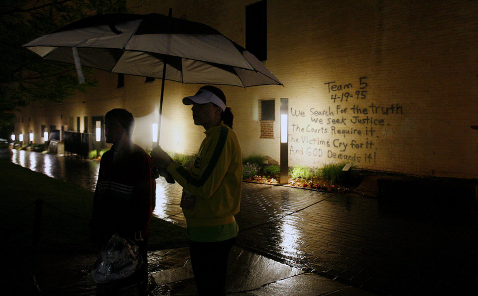 John Towne and Katie Wegrzyn try to stay dry under an umbrella before the start of the eighth annual Oklahoma City Memorial Marathon on Sunday , April 27, 2008, in Oklahoma City, Okla.   PHOTO BY CHRIS LANDSBERGER   ORG XMIT: KOD