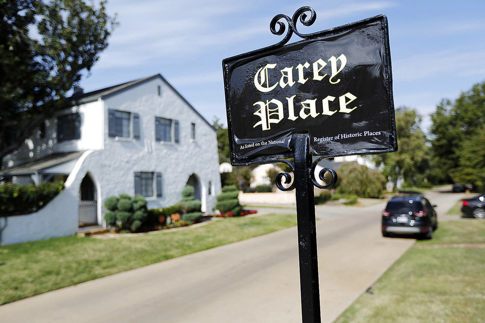 Photo - Carey Place runs north-south between NW 17 and NW 21 in the Gatewood neighboorhood.  Steve Gooch - The Oklahoman