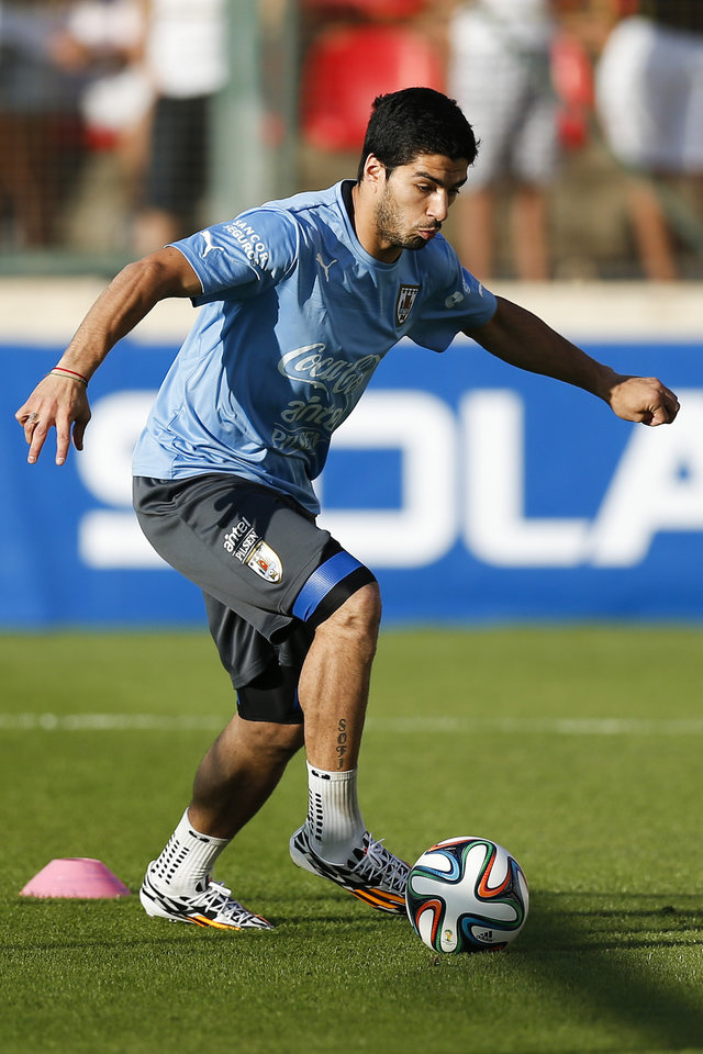 Photo - Uruguay's Luis Suarez dribbles a ball during a training session at Jacare Stadium in Sete Lagoas, Brazil, Tuesday, June 10, 2014. Uruguay continues their preparations for the upcoming 2014 World Cup. (AP Photo/Victor R. Caivano)