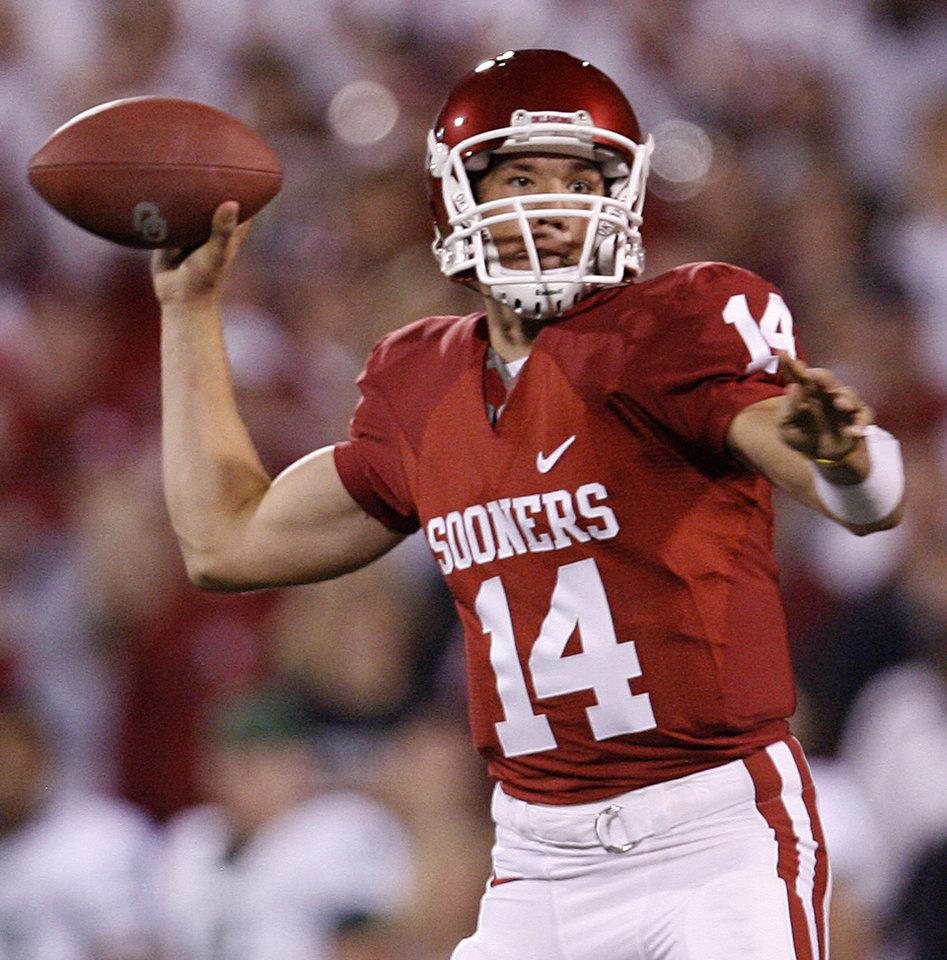 Photo - Oklahoma's Sam Bradford (14) looks to throw the ball against Bayor during the second half of the college football game between the University of Oklahoma Sooners (OU) and the University of Baylor Bears (BU) at the Gaylord Family -- Oklahoma Memorial Stadium on Saturday, Nov. 10, 2007, in Norman, Okla.  Photo By Bryan Terry, The Oklahoman ORG XMIT: KOD