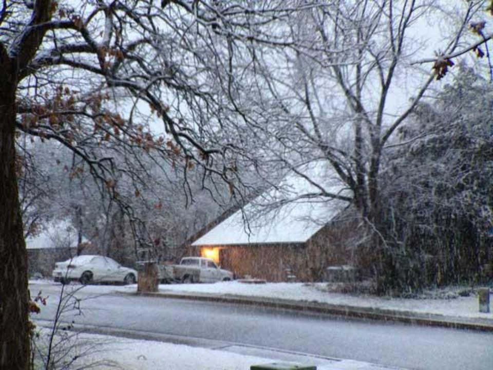 Photo - Snow falling in Edmond Wednesday morning - Photo by Doug Hoke