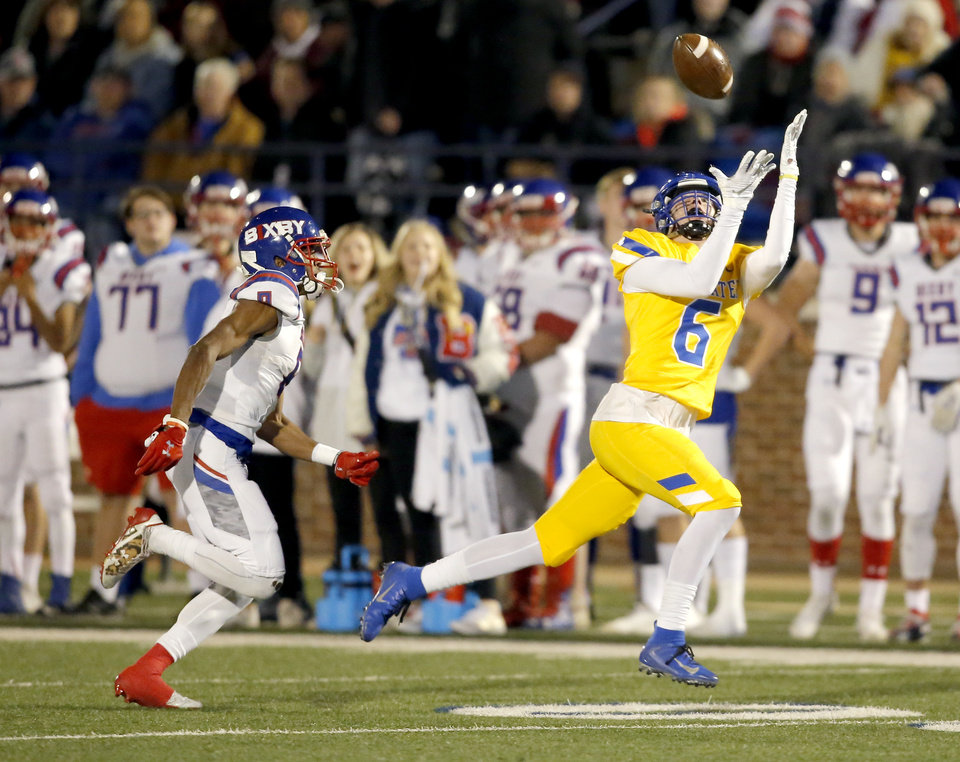 Photo - Stillwater's Jack Smithton makes a catch as Bixby's Brennan Presley defends during the 6A II state football championship between Stillwater and Bixby at Wantland Stadium in Edmond, Okla., Friday, Dec. 6, 2019. [Sarah Phipps/The Oklahoman]