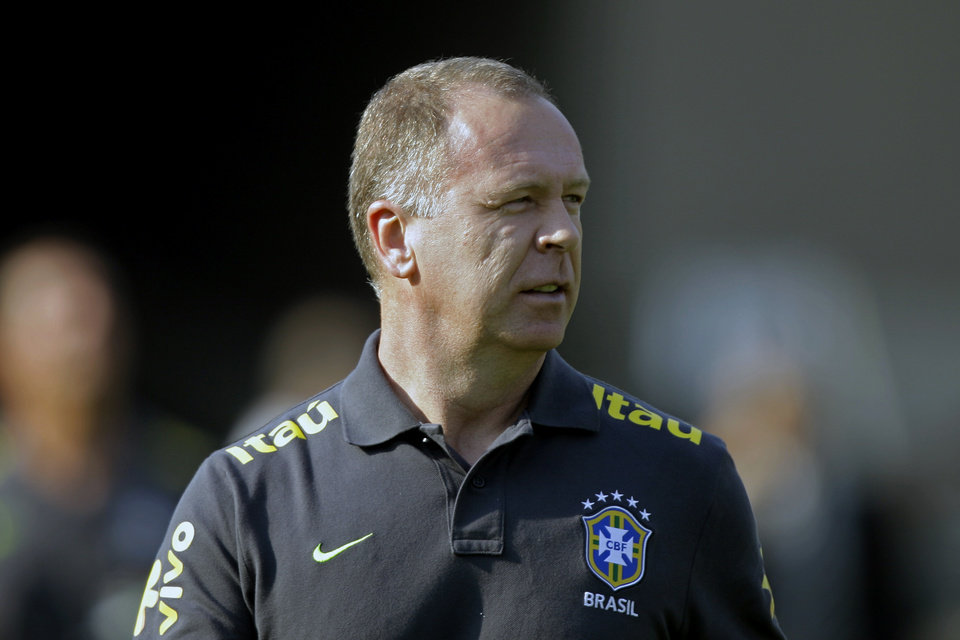 Photo -   Brazil's coach Mano Menezes looks on prior to a friendly soccer match against South Africa in Sao Paulo, Brazil, Friday, Sept. 7, 2012. (AP Photo/Nelson Antoine)