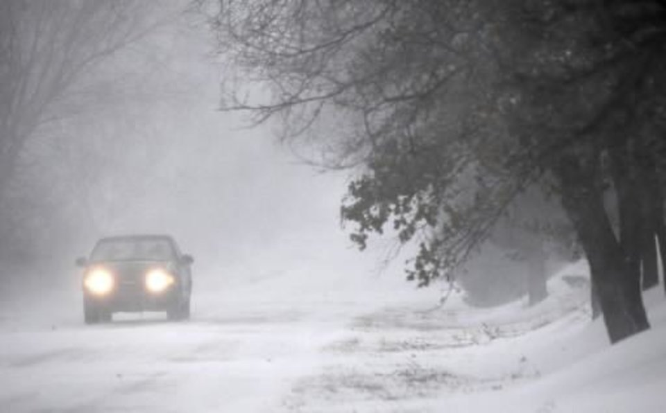 Photo - A motorist drives east on Charter Oak road in Logan County,  Oklahoma December 24, 2009. Photo by Steve Gooch