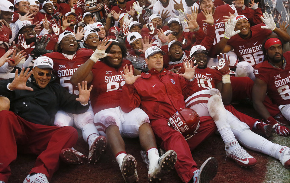 Photo - Coach Bob Stoops and the Sooners pose for a team photo after the Bedlam college football game between the Oklahoma Sooners (OU) and the Oklahoma State Cowboys (OSU) at Gaylord Family - Oklahoma Memorial Stadium in Norman, Okla., Saturday, Dec. 3, 2016. OU won 38-20. Photo by Nate Billings, The Oklahoman