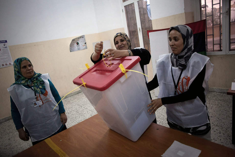 Photo -   Polling station officials count ballots at a polling station in Tripoli, Libya, Saturday, July 7, 2012. Jubilant Libyans chose a new parliament Saturday in their first nationwide vote in decades, but violence and protests in the restive east underscored the challenges ahead as the oil-rich North African nation struggles to restore stability after the ouster of longtime dictator Moammar Gadhafi. (AP Photo/Manu Brabo)