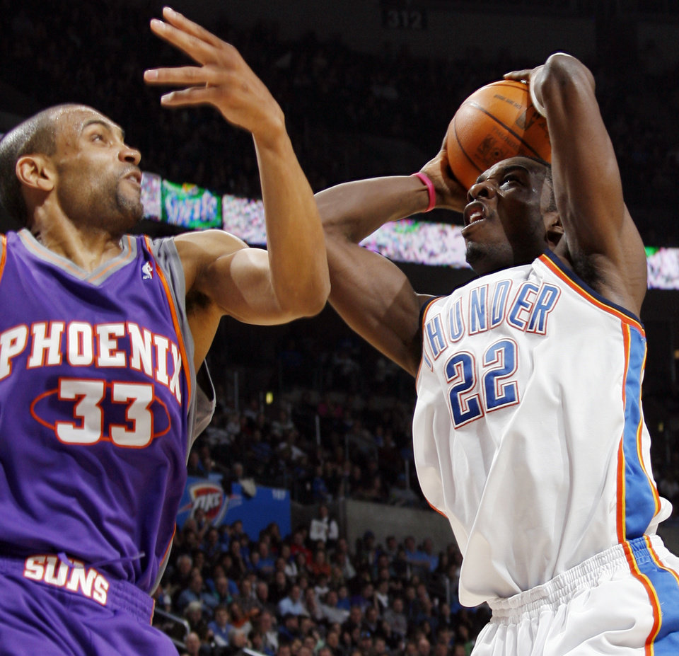 Photo - Oklahoma City's Jeff Green (22) tries to get the ball past Grant Hill (33) of Phoenix during the NBA basketball game between the Phoenix Suns and the Oklahoma City Thunder at the Ford Center in Oklahoma City, Tuesday, Feb. 23, 2010. Photo by Nate Billings, The Oklahoman ORG XMIT: KOD